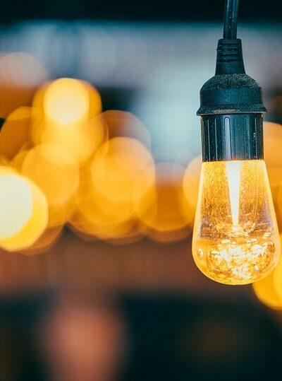Jaká je cena elektřiny a podle čeho se určuje?